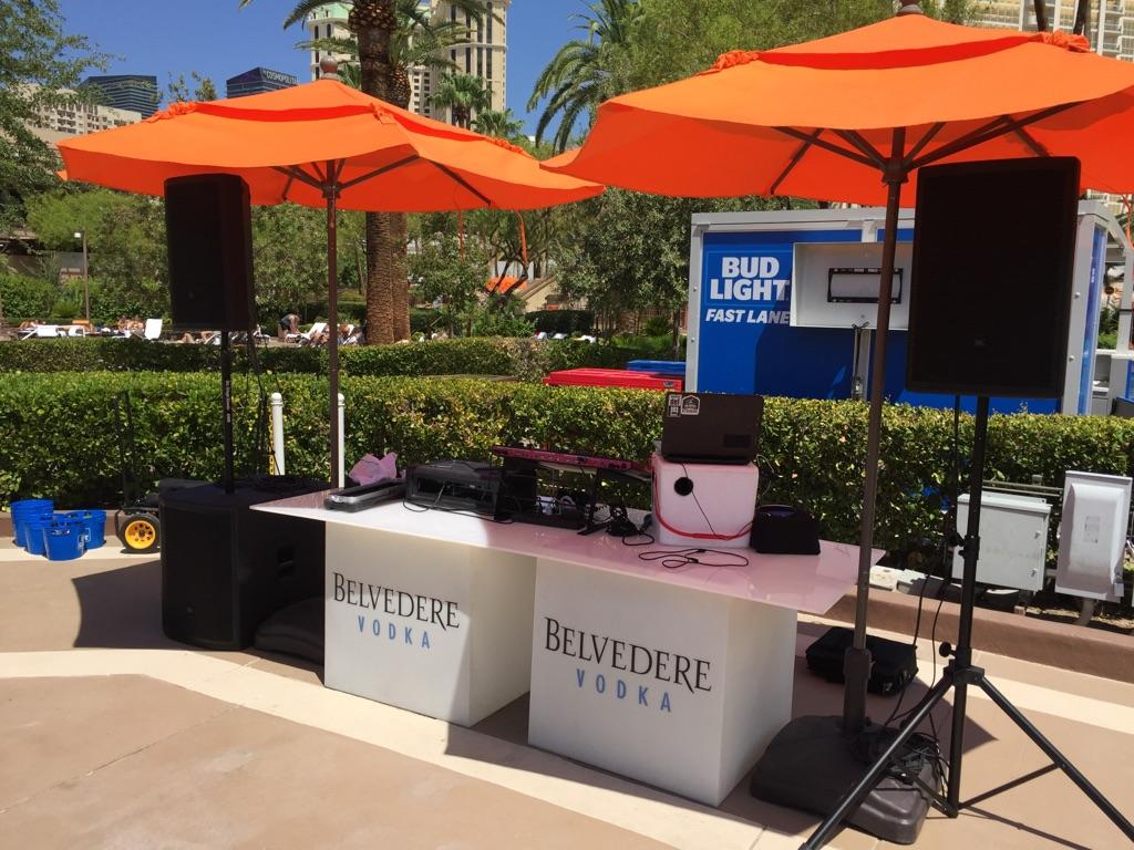 Speaker DJ setup with cube table