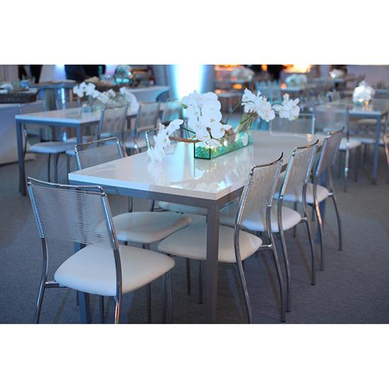 Aspen dining table white flowers